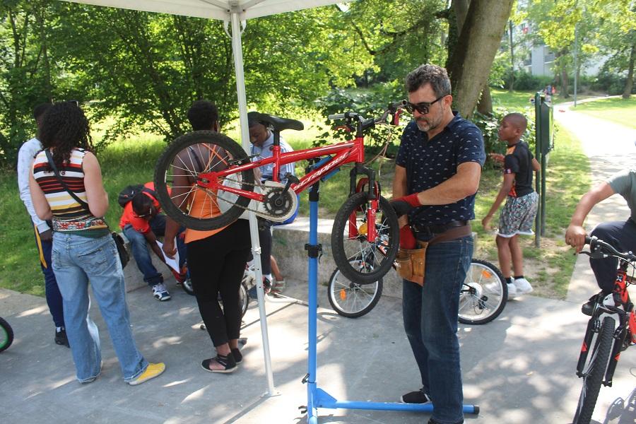 Un atelier pour réparer son vélo soi-même