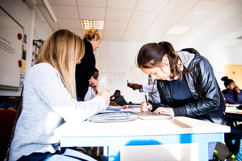 Distribution des ordinateurs aux collégiens