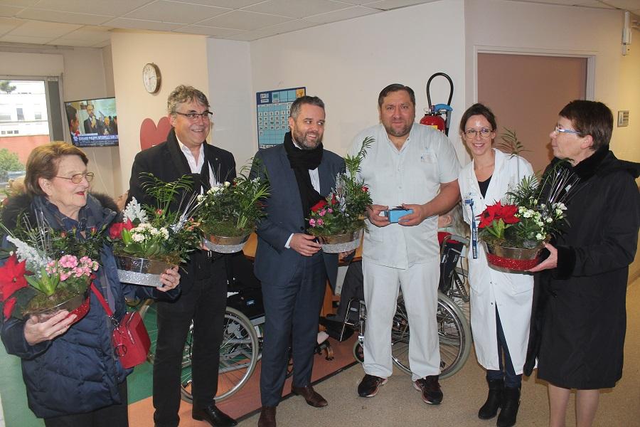 Hôpital Emile roux: la ville offre des fleurs et des chocolats