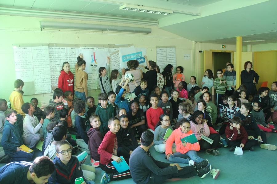 Génération 2024: deux footballeuses du PFC marraines de l'école Picasso et du lycée Budé