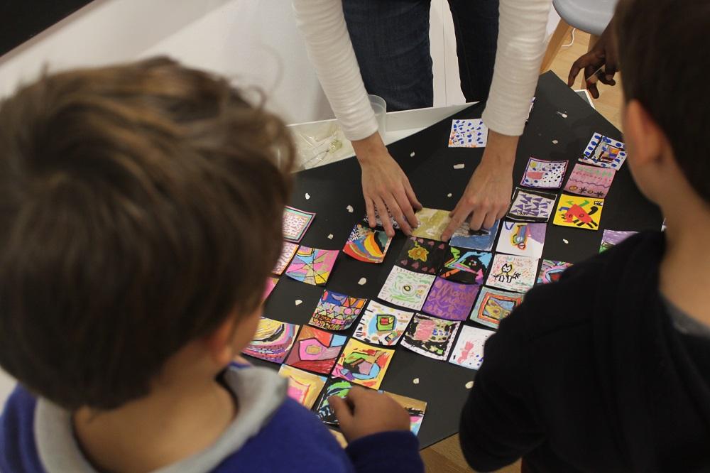 Un atelier pour les écoliers avec l'artiste Philousca Biou
