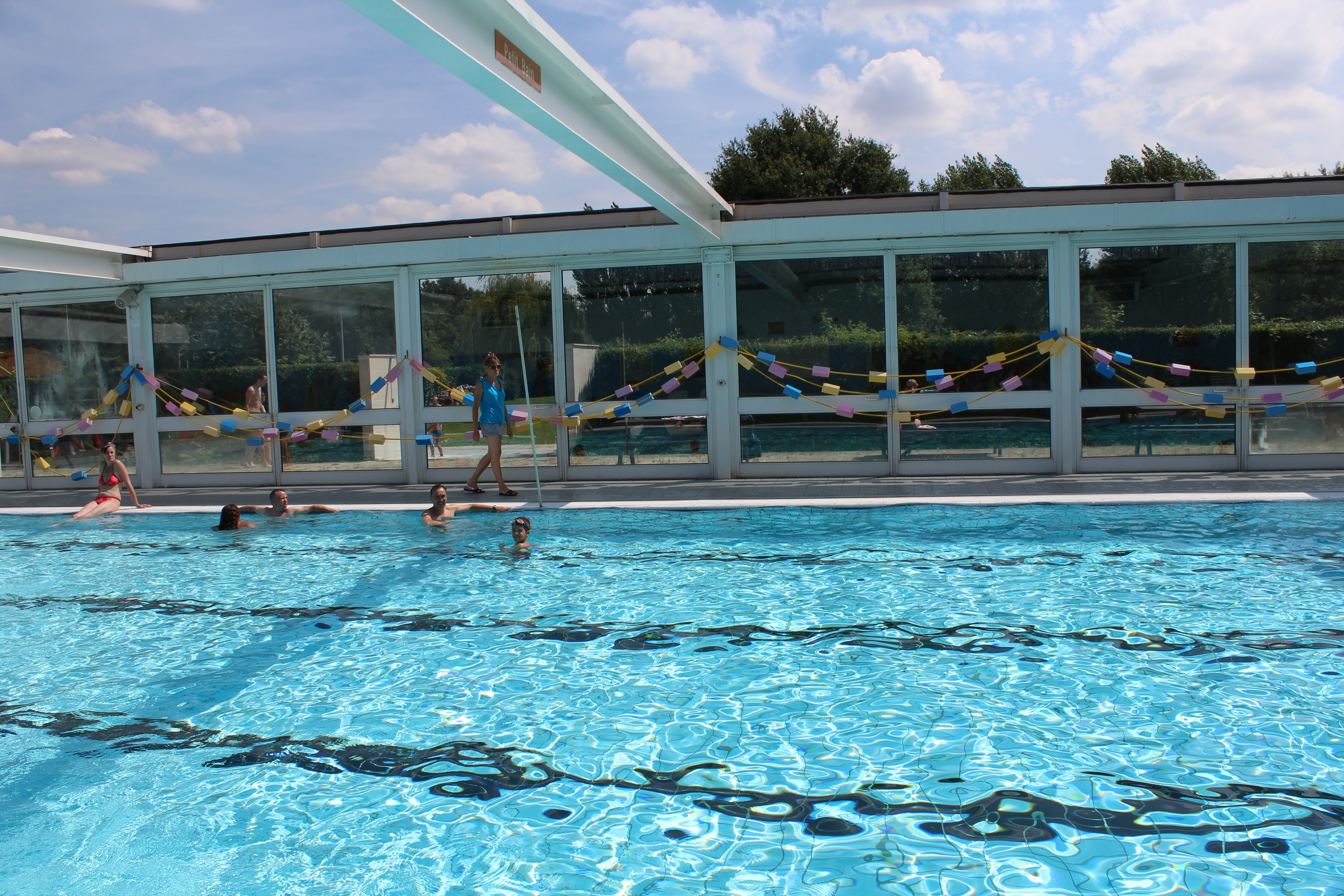 luxe piscine pour femme kehl piscine. Black Bedroom Furniture Sets. Home Design Ideas